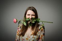 Muchacha con una rosa Fotos de archivo