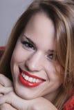 Muchacha con una sonrisa atractiva Foto de archivo