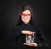 Muchacha con una unidad de disco duro Foto de archivo libre de regalías