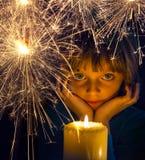 Muchacha con una vela y una bengala Imagen de archivo libre de regalías