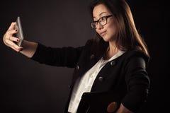 Muchacha coreana del adolescente que hace el selfie Fotos de archivo libres de regalías