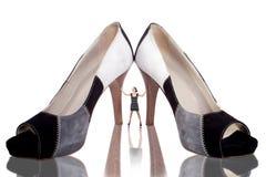 Muchacha creativa con los zapatos aislados fotografía de archivo libre de regalías