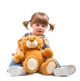 Muchacha de Babyr que abraza un oso de peluche Imágenes de archivo libres de regalías