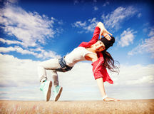 Muchacha de baile hermosa en el movimiento Foto de archivo libre de regalías