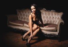 Muchacha de Beautiuful en una lencería sexy Fotografía de archivo
