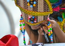 Muchacha de Cariwest que hace su maquillaje Fotos de archivo libres de regalías