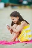Muchacha de cinco años en la naturaleza Foto de archivo libre de regalías