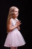 Muchacha de cinco años que espera un regalo Fotos de archivo libres de regalías
