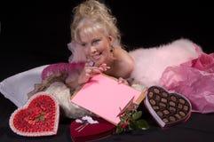 Muchacha de día de la tarjeta del día de San Valentín Fotos de archivo libres de regalías