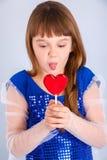 Muchacha de día de las tarjetas del día de San Valentín Fotografía de archivo