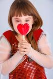 Muchacha de día de las tarjetas del día de San Valentín Imagen de archivo libre de regalías