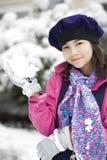 Muchacha de doce años que juega en la nieve Imágenes de archivo libres de regalías