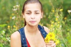 Muchacha de estornudo Imagen de archivo libre de regalías