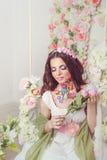 Muchacha de Floristry con arte de la cara Foto de archivo libre de regalías