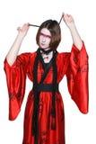 Muchacha de geisha joven hermosa en kimono con la espada Fotografía de archivo libre de regalías