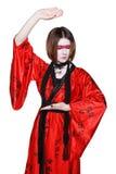 Muchacha de geisha joven hermosa en kimono con la espada Imagenes de archivo