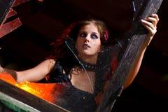 Muchacha de Goth y vidrio quebrado Foto de archivo libre de regalías