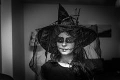 Muchacha de Halloween con hacer-Reino Unido asustadizo fotos de archivo libres de regalías