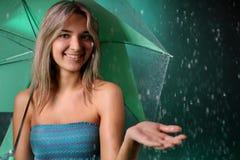Muchacha de la belleza con el paraguas Fotos de archivo libres de regalías
