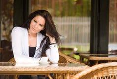 Muchacha de la cafetería. Foto de archivo