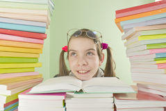 Muchacha de la escuela que se sienta en el vector Fotografía de archivo libre de regalías