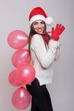 Muchacha de la feliz Navidad que celebra agitar de los globos Fotografía de archivo