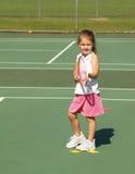 Muchacha de la lección de tenis imagen de archivo