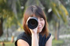 Muchacha de la lente Fotos de archivo libres de regalías
