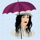 Muchacha de la manera con el paraguas bajo la lluvia Imágenes de archivo libres de regalías