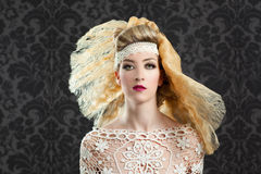 Muchacha de la manera de la peluquería y del maquillaje Imágenes de archivo libres de regalías