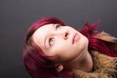 Muchacha de la mirada de Emo con el pelo rojo Imágenes de archivo libres de regalías