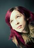 Muchacha de la mirada de Emo con el pelo rojo Fotos de archivo libres de regalías