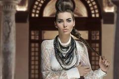 Muchacha de la moda con estilo creativo Fotografía de archivo