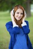 Muchacha de la moda de los jóvenes con los auriculares    Imagen de archivo