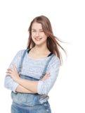Muchacha de la moda de los jóvenes en la presentación de los guardapolvos de los vaqueros aislada Fotos de archivo