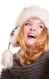 Muchacha de la moda del invierno en el sombrero de piel que hace la diversión aislada Imagenes de archivo