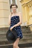 Muchacha de la moda en escalera vieja Foto de archivo libre de regalías
