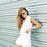 Muchacha de la moda en gafas de sol Foto de archivo