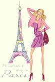 Muchacha de la moda en París cerca de la torre Eiffel Fotos de archivo