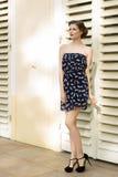 Muchacha de la moda en verano fotos de archivo