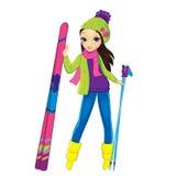 Muchacha de la moda que se coloca con los esquís ilustración del vector