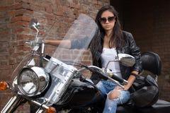 Muchacha de la motocicleta Fotografía de archivo libre de regalías