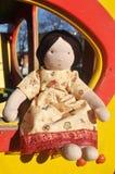Muchacha de la muñeca en un vestido rosado Fotos de archivo