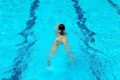 Muchacha de la natación foto de archivo libre de regalías