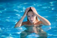 Muchacha de la natación Imagen de archivo libre de regalías