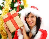 Muchacha de la Navidad con el regalo Fotografía de archivo libre de regalías