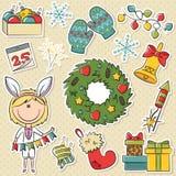 Muchacha de la Navidad con los objetos de los días de fiesta Foto de archivo