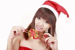 Muchacha de la Navidad en el sombrero de santa fotos de archivo