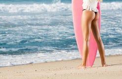 Muchacha de la persona que practica surf Foto de archivo libre de regalías