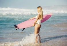 Muchacha de la persona que practica surf de Blode Foto de archivo